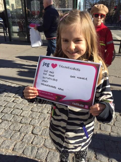 Glad pige elsker Frederiksberg